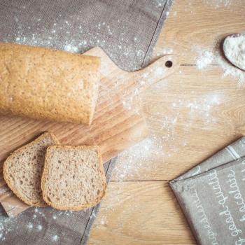Atu (atu) Chleb Graham first slice