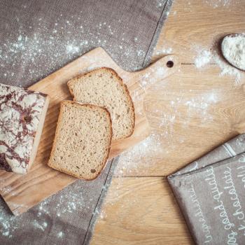 Atu (atu) chleb żytni z maślanką first slice