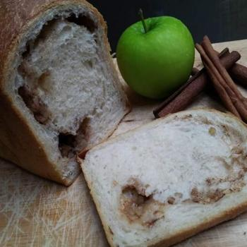 Bella Doughnut/MultigrainsRoll/AppleCinnamon/LiegeWaffle first slice
