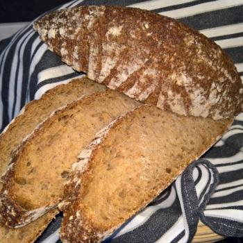 Brød Mor Bread first slice
