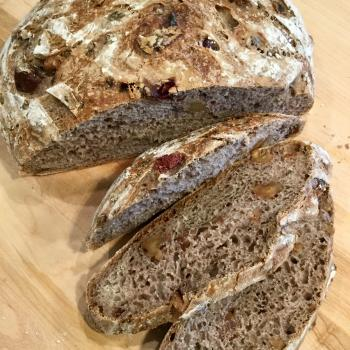 Hubert Pain au Levain, Canneberges, et Noix  second slice