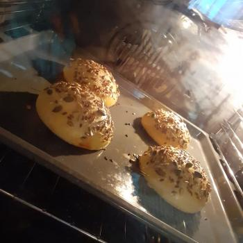 Maianas Burger buns first overview