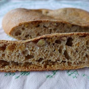 manna sourdough Noni Nawruzi or walnutbread first slice