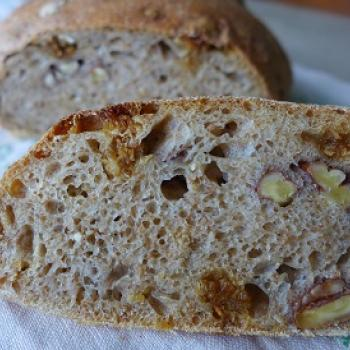 manna sourdough Noni Nawruzi or walnutbread second slice