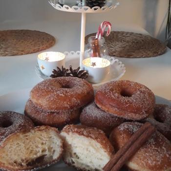 Memole Finnish style donuts Munkki first slice