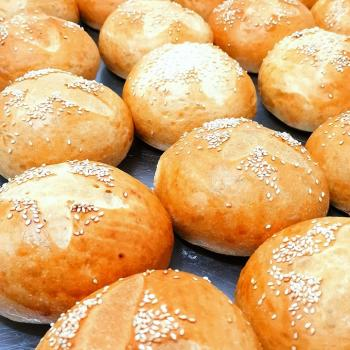 PURA VIDA MAE Hamburger Bread first overview