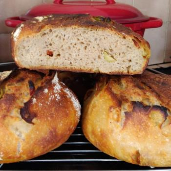 Spring Wind Bread filled with Garlic-olives-sundried tomatoes. first overview