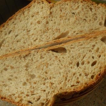 Vrâncioaia bread , pancake , flat bread , pizza , focaccia . first slice